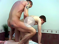 Muscled gay dad seduces a horny young masseur