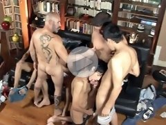FLASH !!! Escort twinks blowing greedy dads and each other